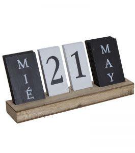 Calendario madera.