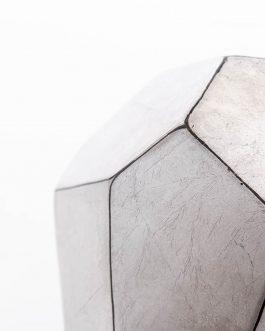 Bola cerámica lacada en plata metalizada 15x15x15 cm.