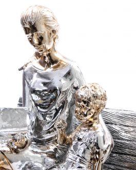 Figura madre e hijo en banco 20x22x28 cm