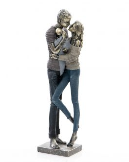 Figura familia resina 13x13x46 cm.