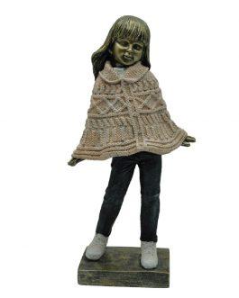Figura resina niña 13x8x26 cm